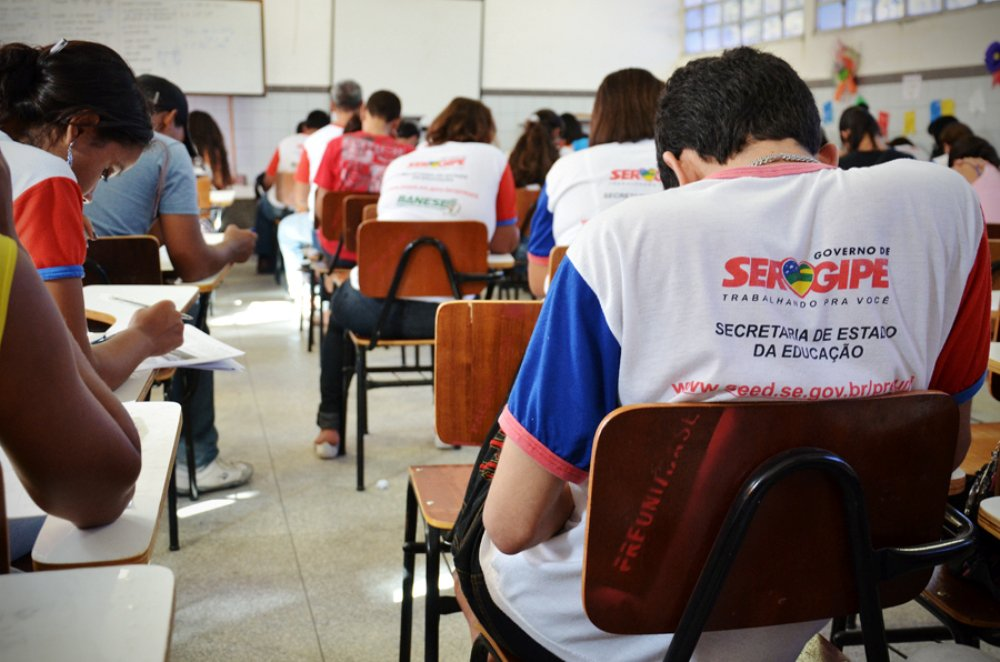 Sergipanos estudam mais; reprovação, analfabetismo e abandono caem