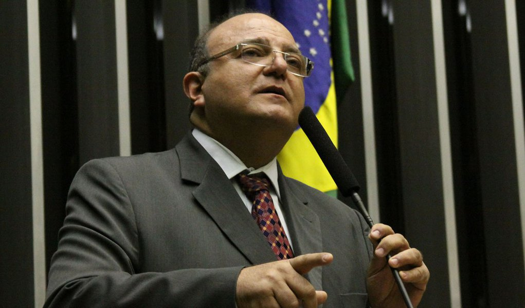 Vaccarezza nega racha na base aliada do governo