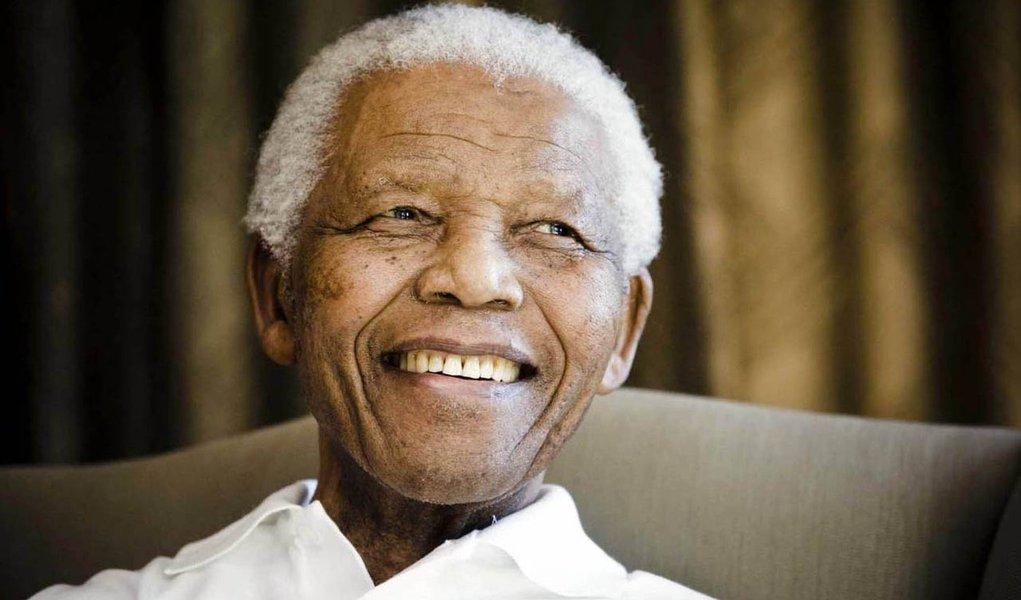Mandela está consciente, diz neto