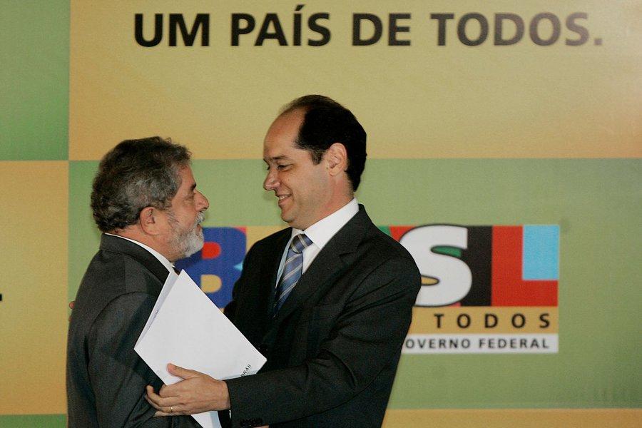 Eugenio Bucci diz que Dilma está completamente só