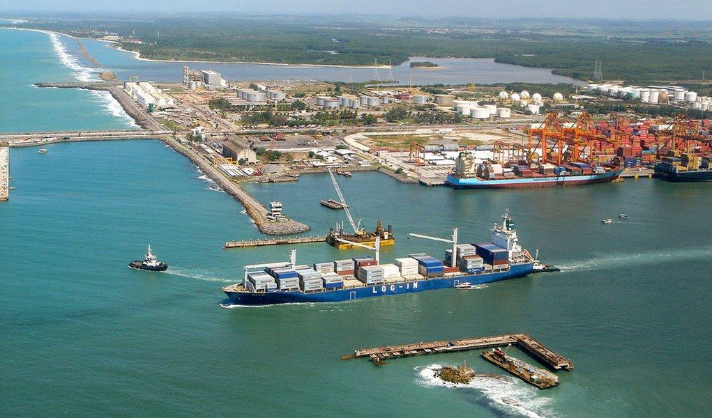 Petrobras estuda produzir gasolina em Suape