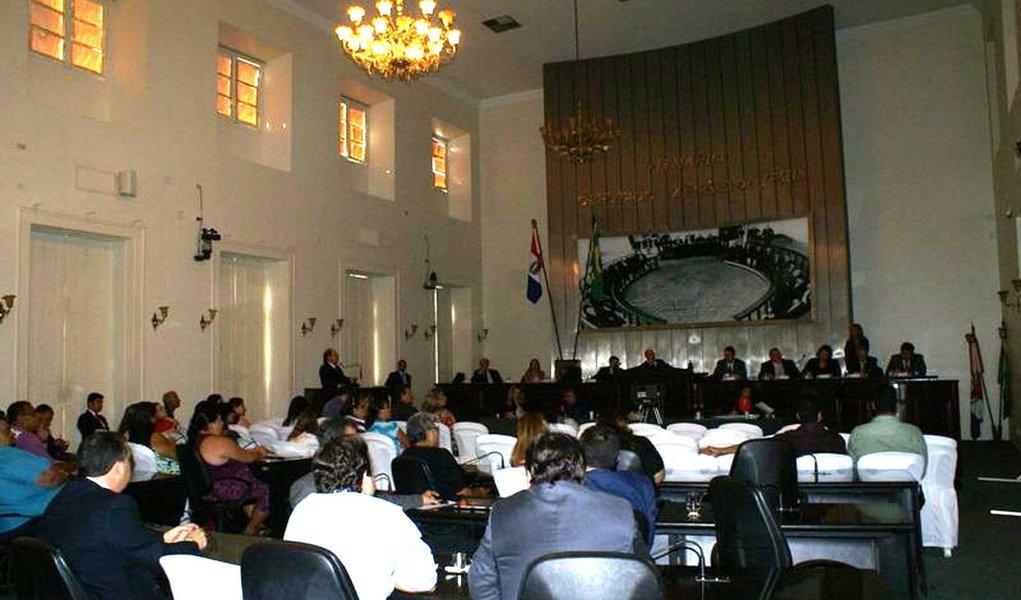 Assembleia de Alagoas paga R$ 7 milhões a mais em salários