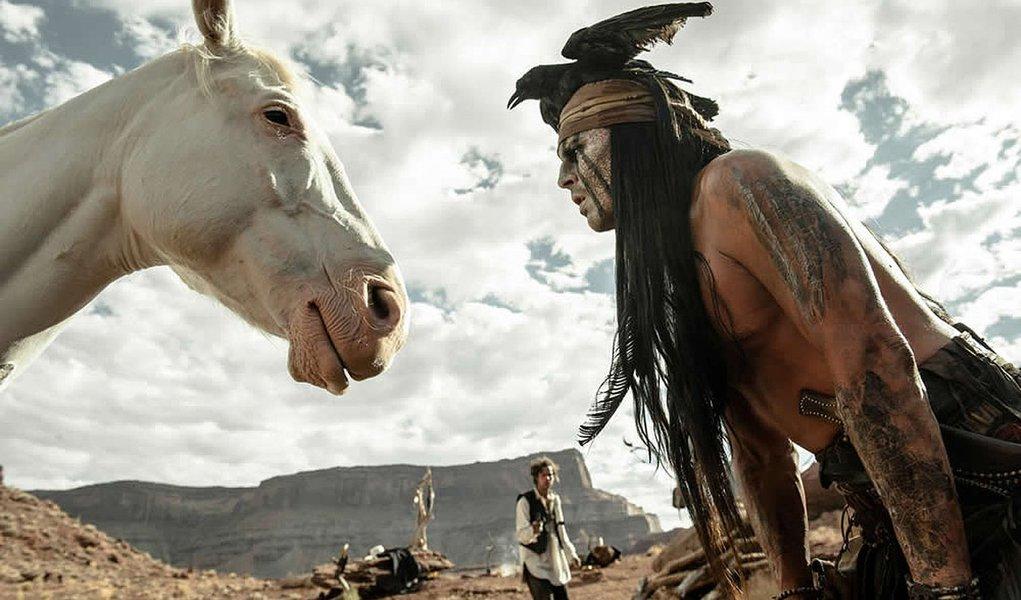 """Depp é a melhor atração de """"O Cavaleiro Solitário"""""""
