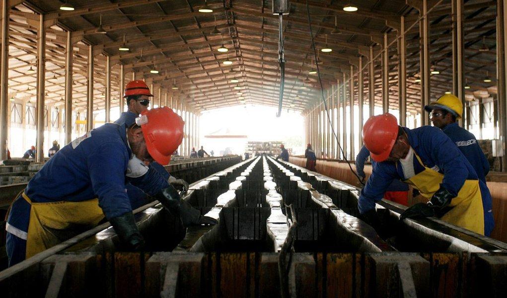 Emprego começa a cair na indústria