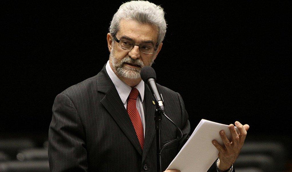 """PT e PSDB se dizem """"pais"""" de programas sociais"""