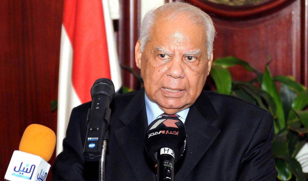 Ex-ministro é nomeado premiê interino do Egito