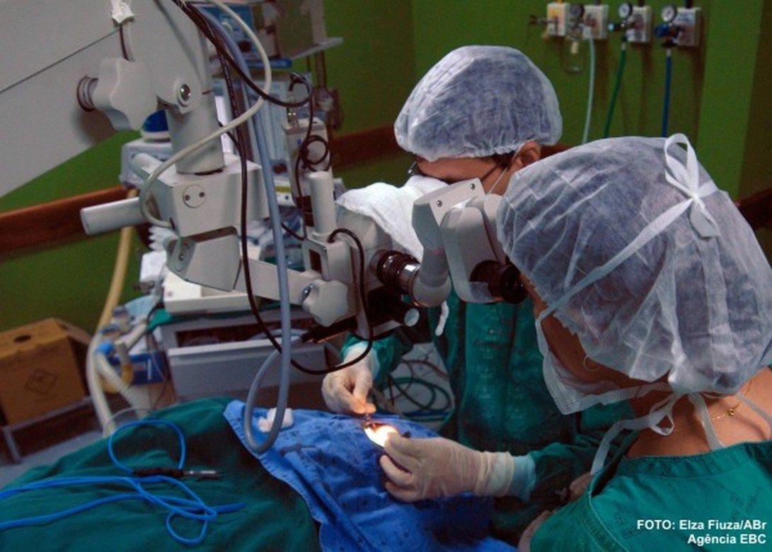 Crer faz 1º transplante de córneas de sua história