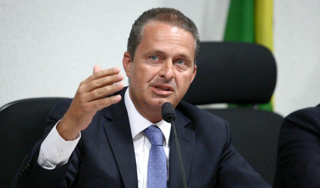 Eduardo Campos vai a Brasília buscar recursos