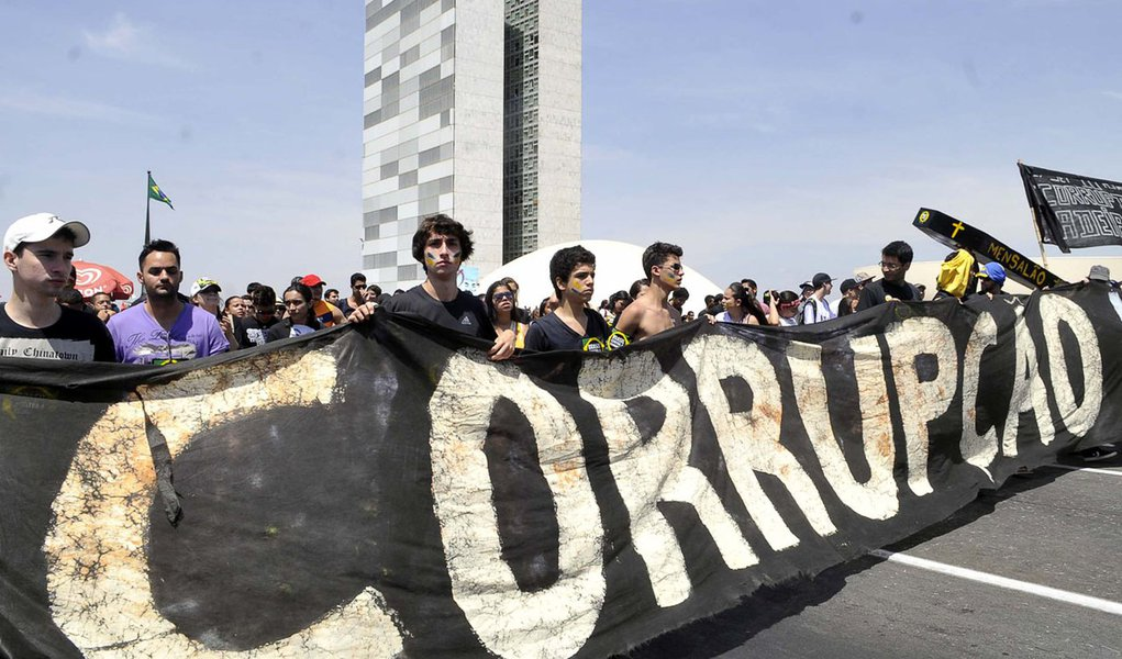 Partidos são corruptos para 81% dos brasileiros