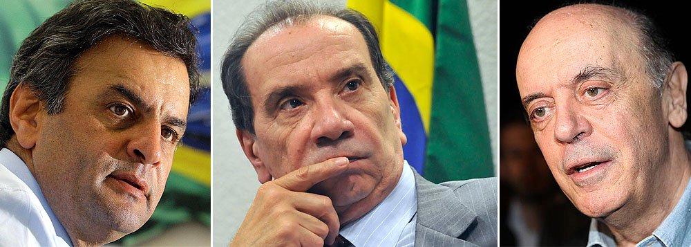 Em busca de apoio, Aécio dá liderança a paulista