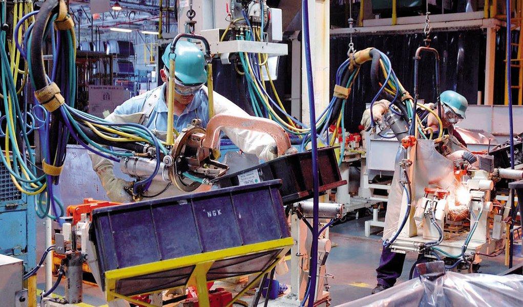 Indústria tem retração em maio, diz CNI