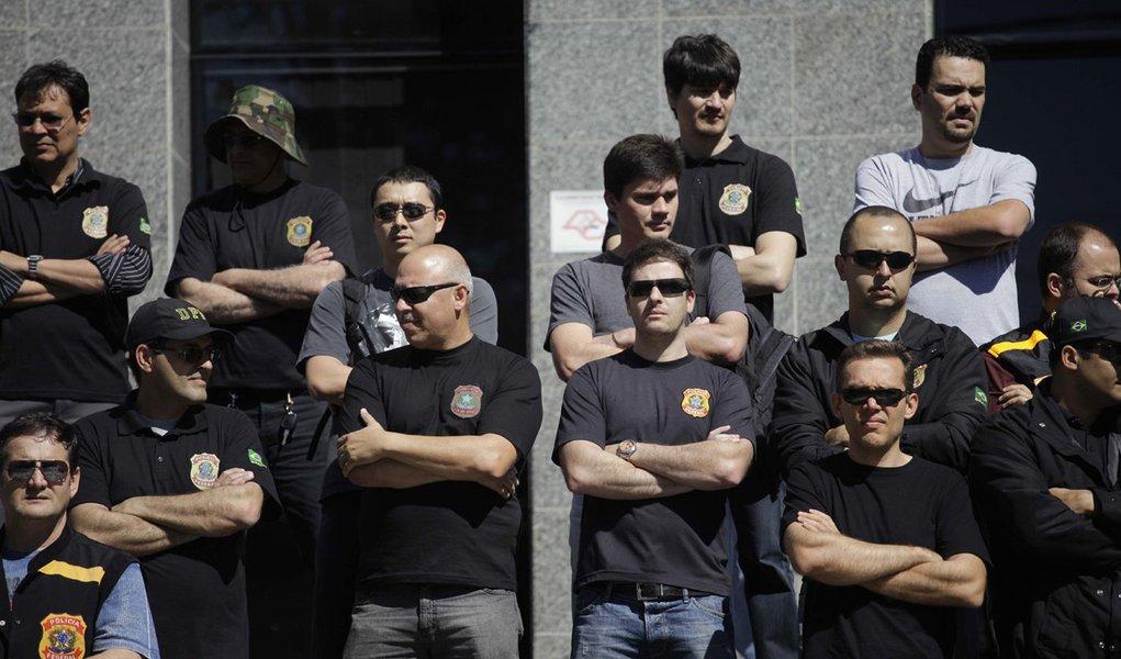 Policiais federais fazem nova manifestação