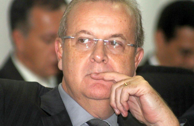 Prefeitura negocia com empresa de saneamento Brasil Águas