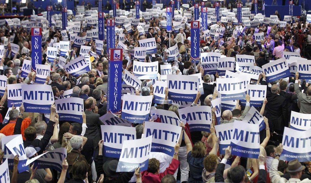 Romney é oficializado como candidato republicano nos EUA