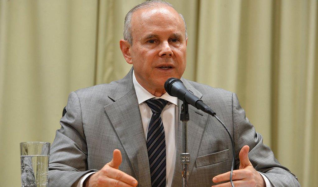Mantega: governo não estuda corte em ministérios