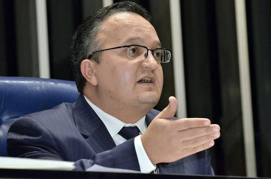 Rival de Renan, Taques também sofre denúncias