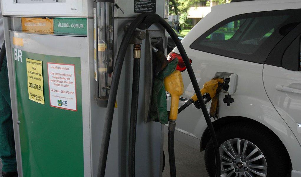 Petrobras anuncia aumento de 6,6% no preço da gasolina