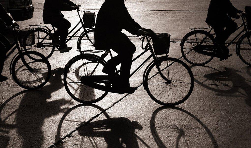 Bicicleta urbana - dez regras para pedalar com segurança