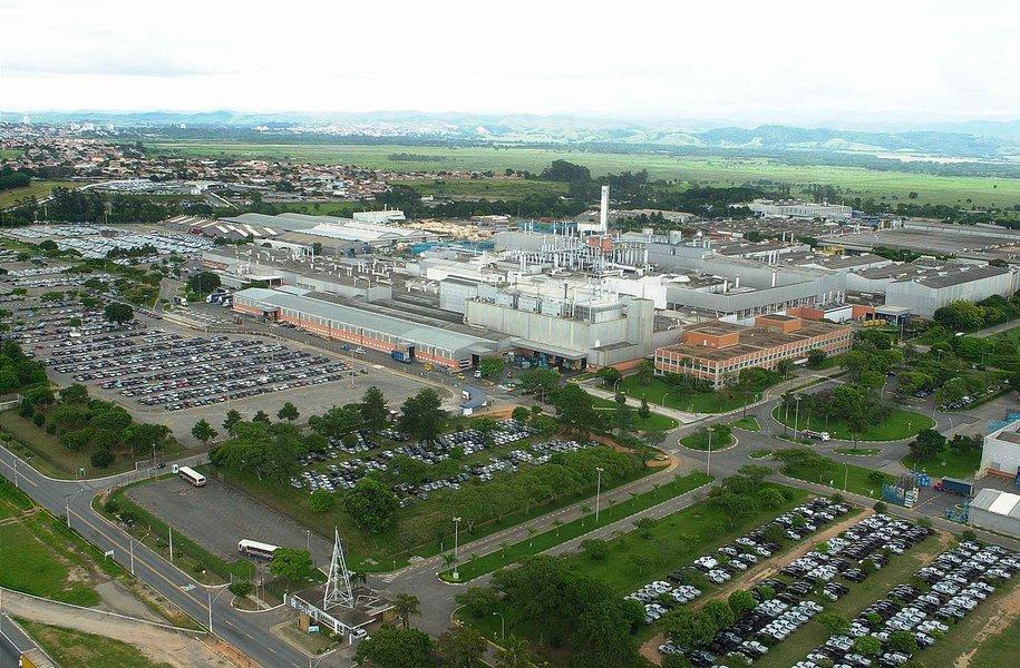 GM evita greve no Brasil ao adiar demissões