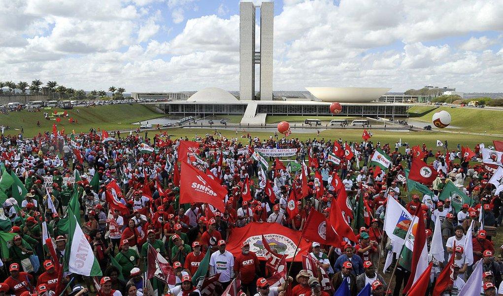 Manifestação do MST provoca confusão em Brasília