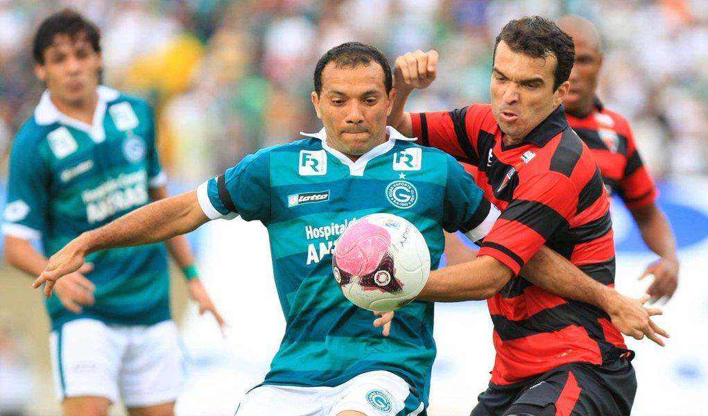 """""""O campeão voltou"""", canta a torcida do Goiás"""