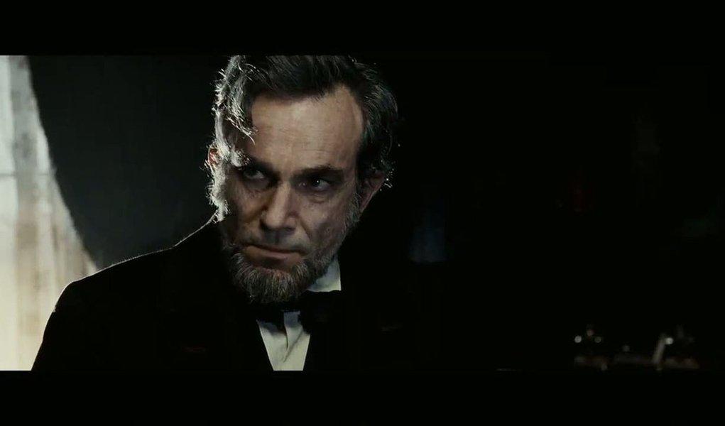 """Líder de indicações a Oscar, """"Lincoln"""" chega ao Brasil"""