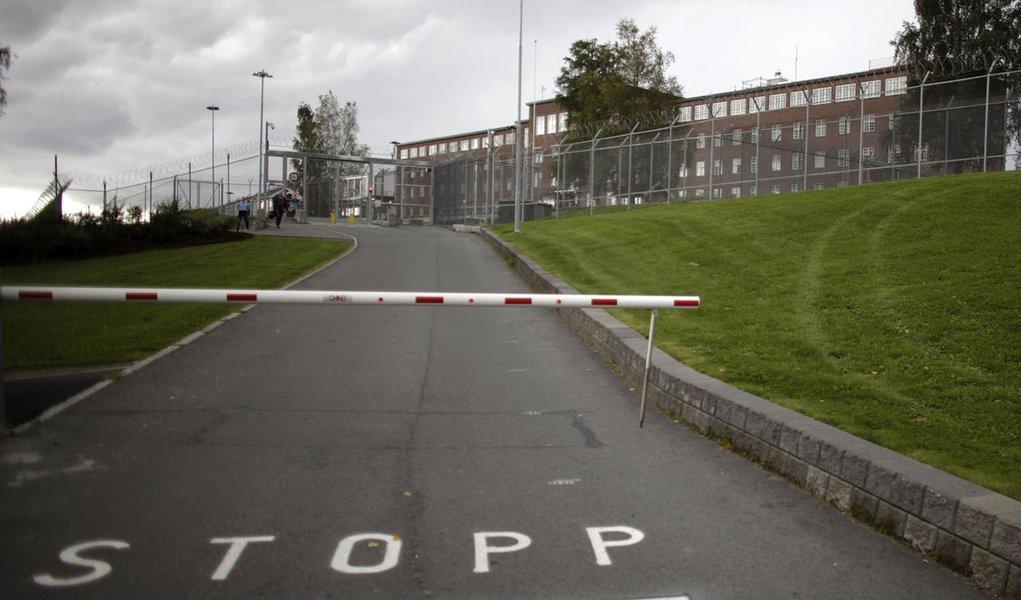 Breivik prepara sua autobiografia na prisão