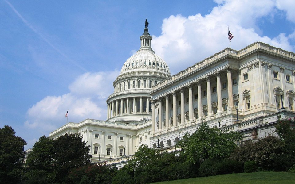 Câmara suspende teto da dívida dos EUA por três meses