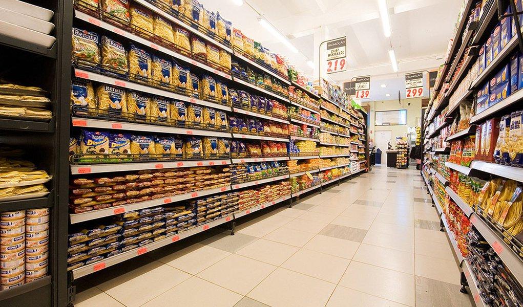 Pressionada por alimentos, prévia da inflação sobe