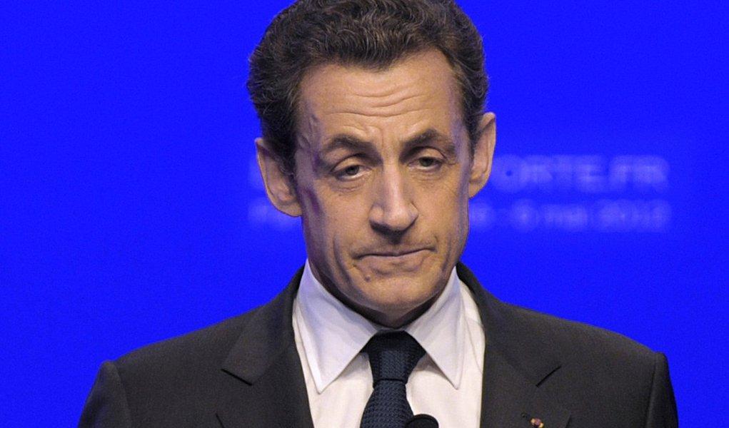 Com um discurso distinto, Nicolas Sarkozy felicita François Hollande