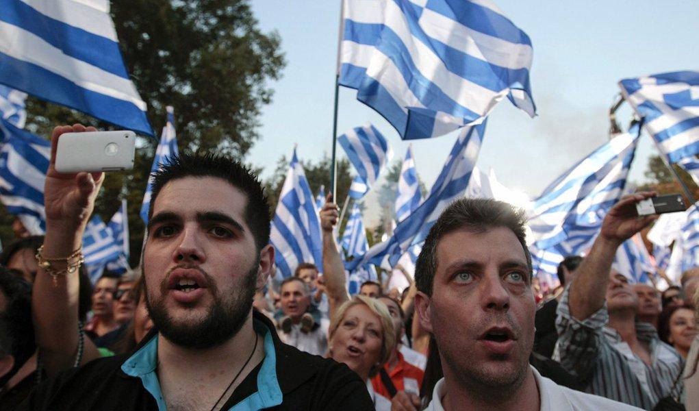 Gregos vão às urnas neste domingo e pesquisas apontam fragmentação do Parlamento
