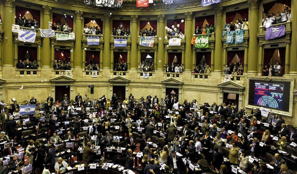 Câmara argentina aprova nacionalização da YPF