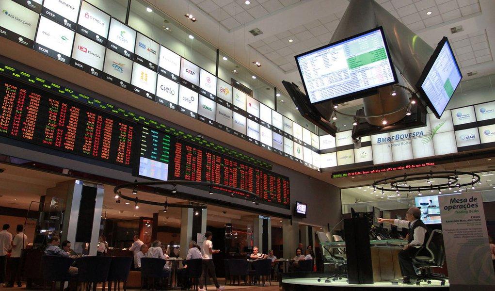 Lucro das empresas brasileiras na Bolsa despenca 47% no 2º tri