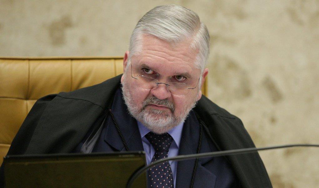 Alvo da CPI do Cachoeira, Gurgel envia inquérito-bomba à Justiça