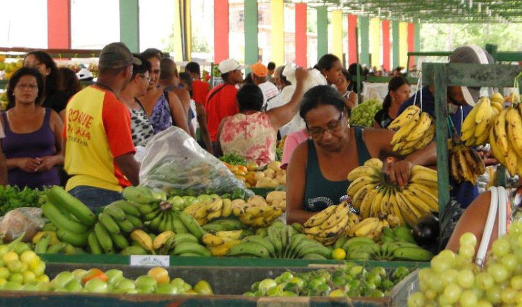 Alimentos em queda ajudam a aliviar a inflação