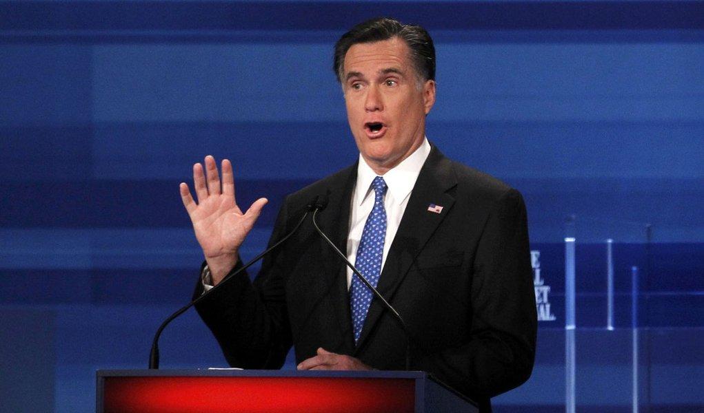 Rivais atacam Romney em debate na Carolina do Sul