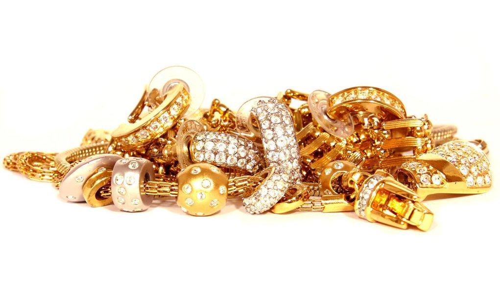 Sumiço de joias leva ex-delegado e três agentes a cadeia