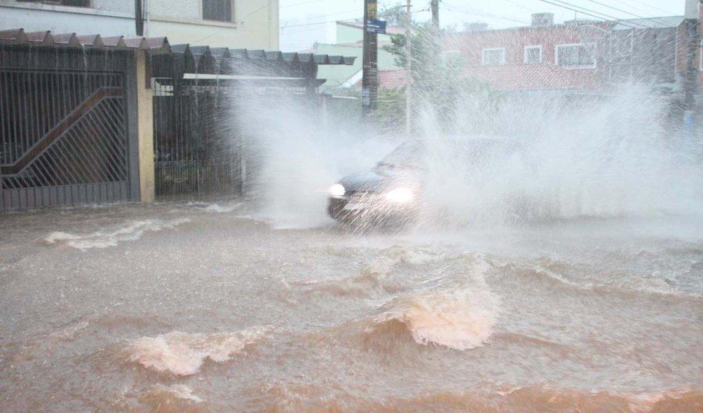 Chuvas param São Paulo