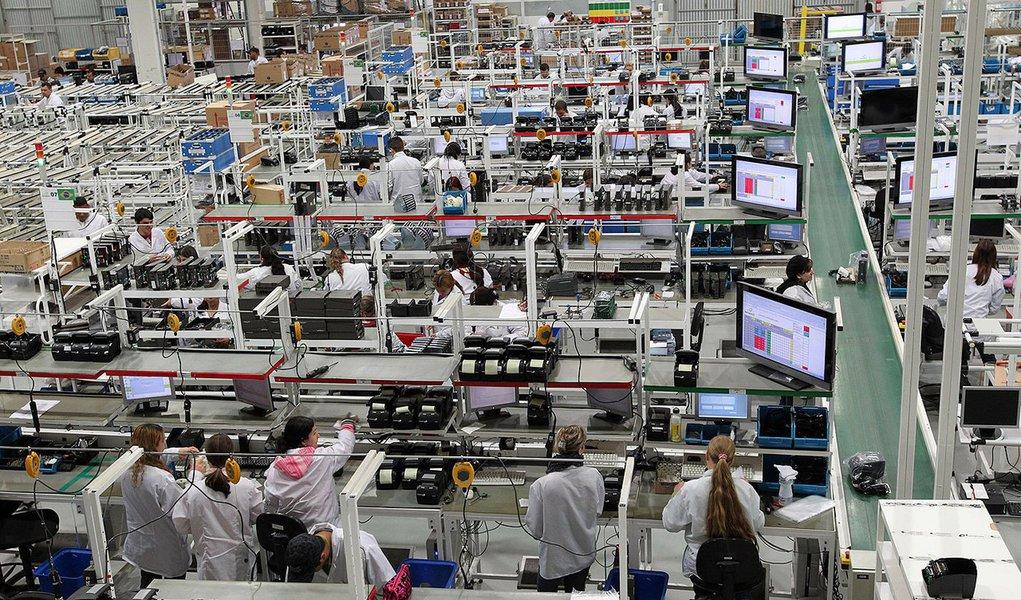 Mercado volta a reduzir projeção de crescimento