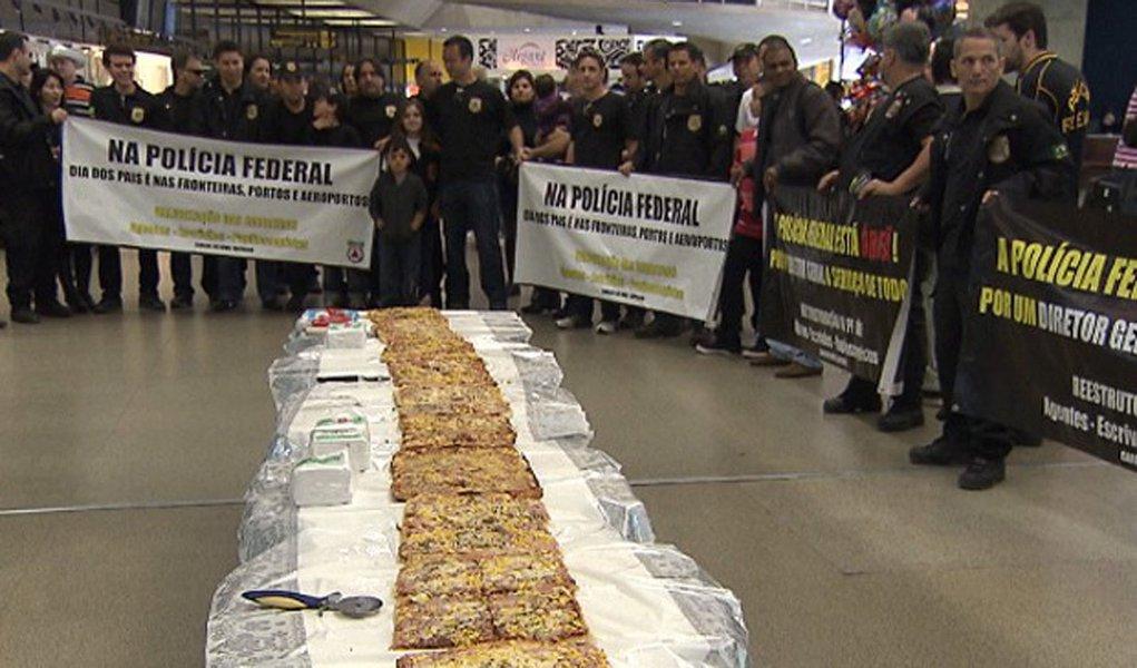 PF distribui pizza no Aeroporto de Confins
