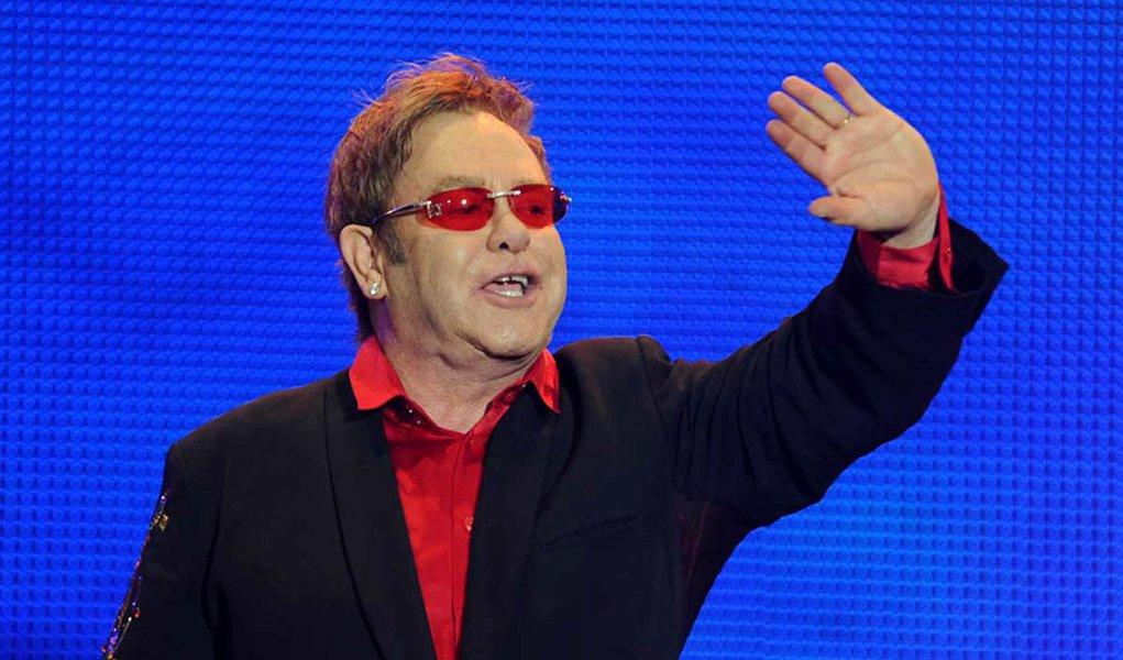 Elton John é processado por plágio
