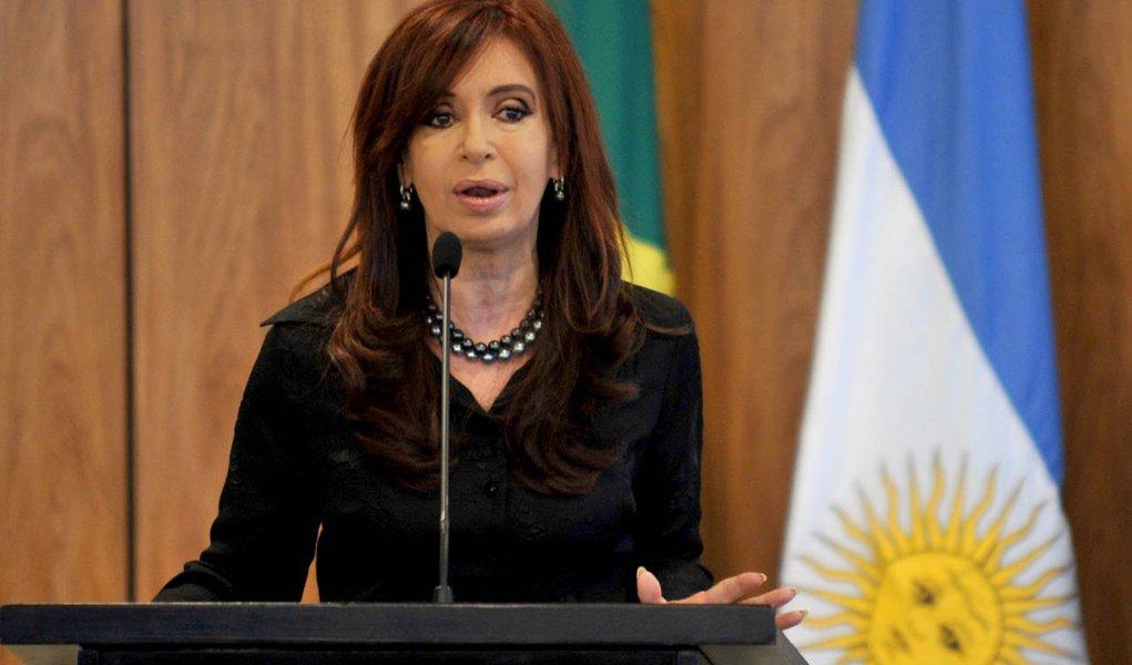 Cristina viaja a Cuba para visita a Hugo Chávez