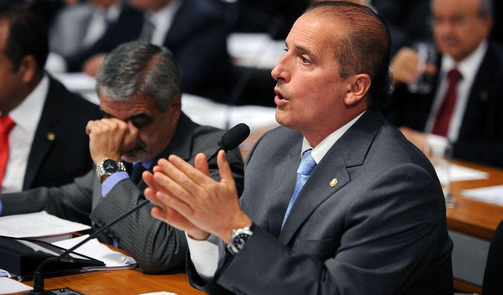 """DEM quer explicações de Mantega sobre """"cinismo fiscal"""""""
