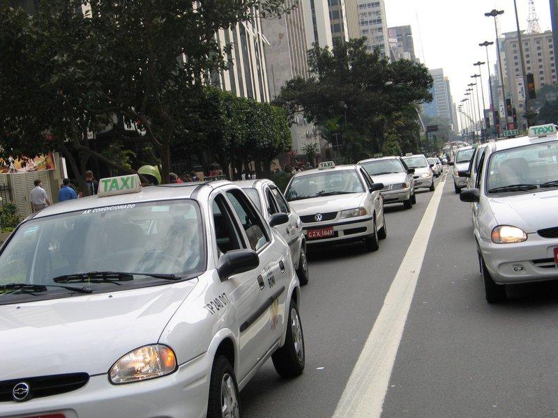 Enfim, vai aumentar a frota de táxis em BH