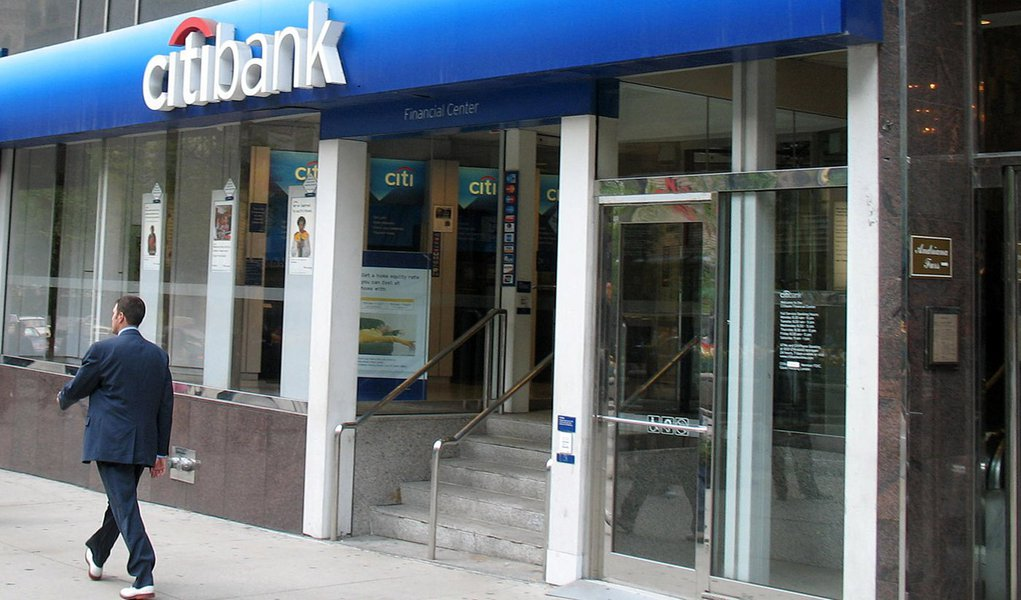 Citibank acompanha bancos públicos e reduz taxas de juros