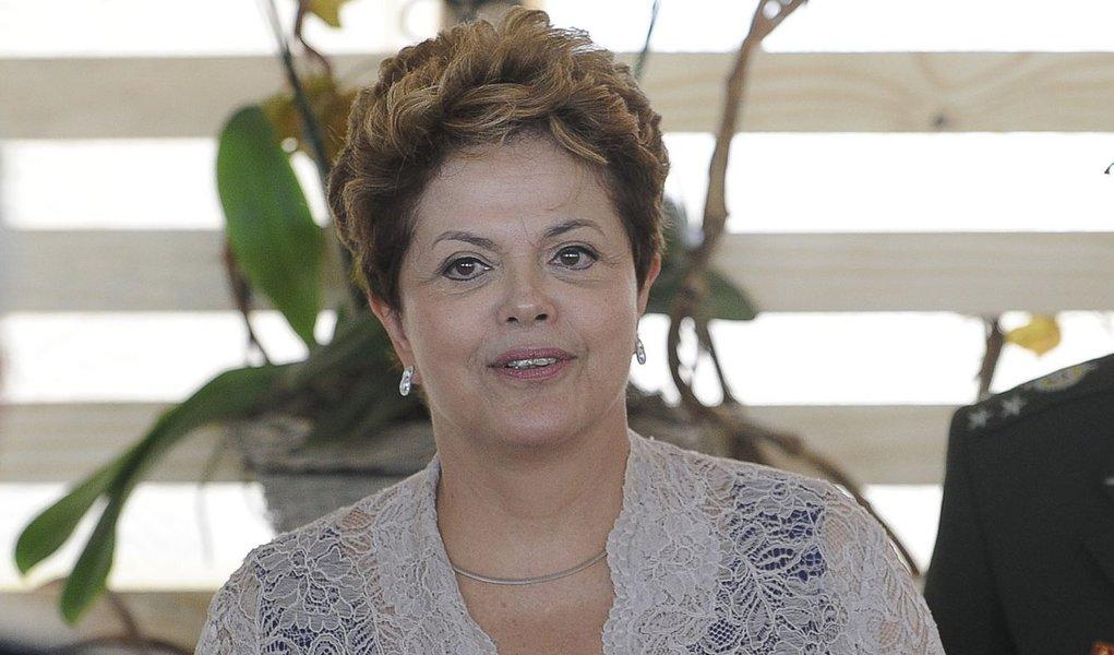 Dilma antecipa retorno e já está em Brasília