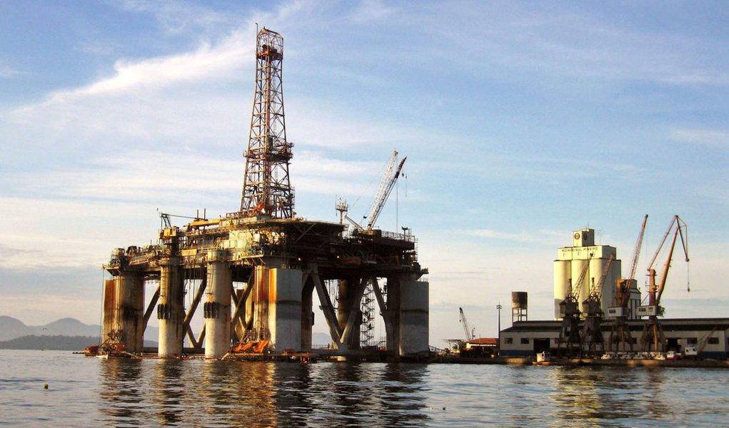 Petróleo de boa qualidade é descoberto em Santos