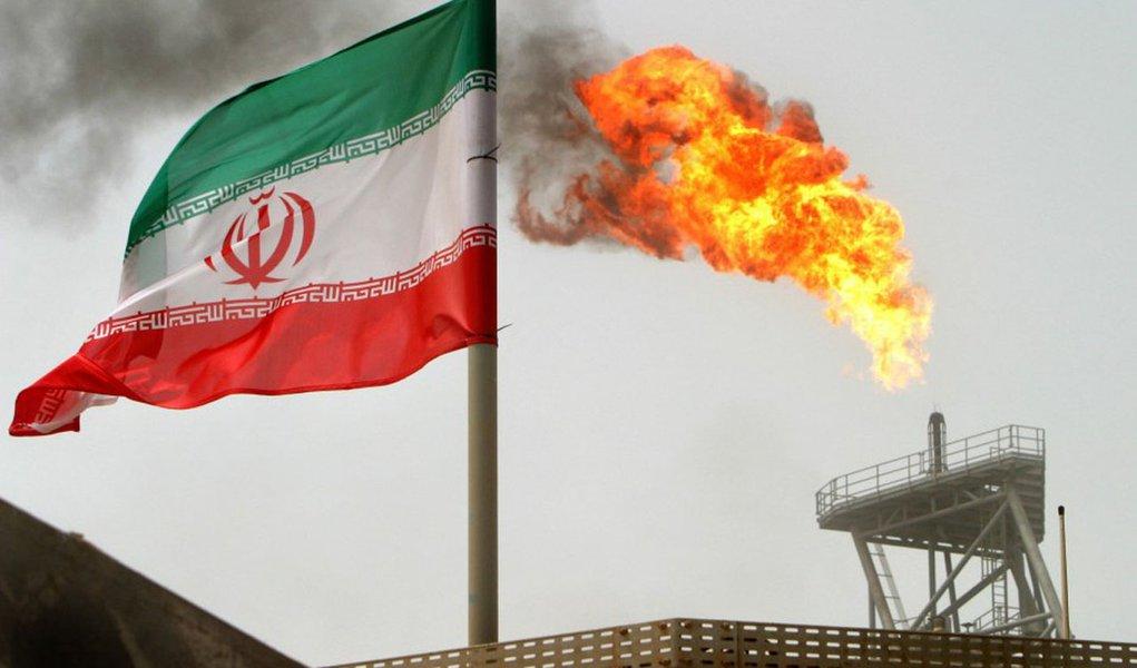 Sanções reduzem receita do Irã com petróleo em 45%