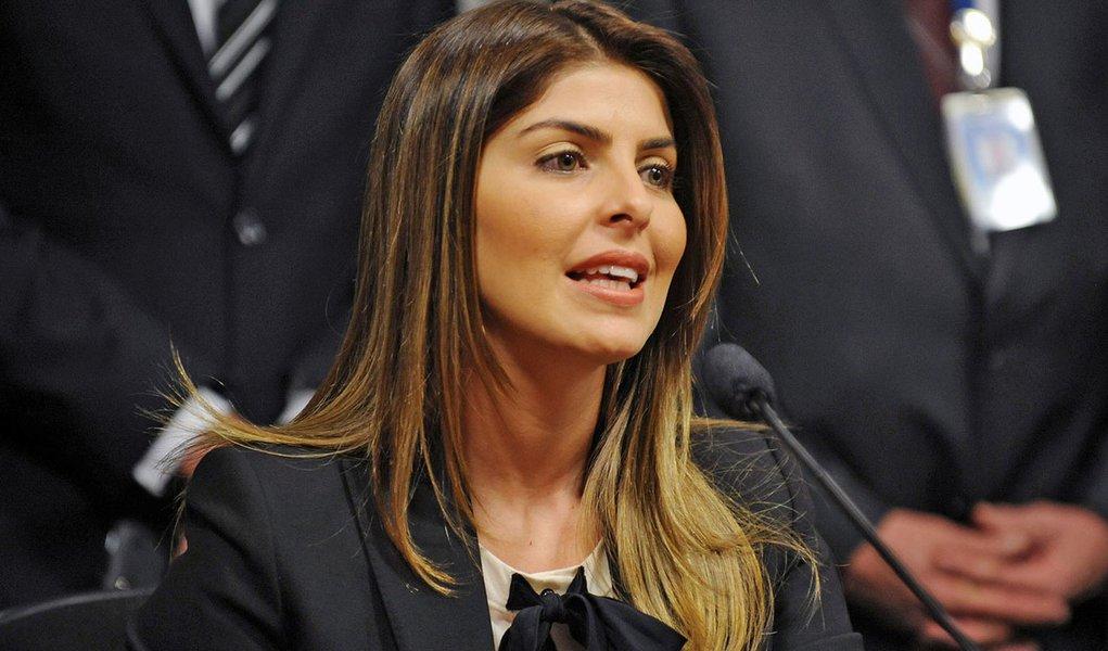 Andressa fica calada na CPI do Cachoeira