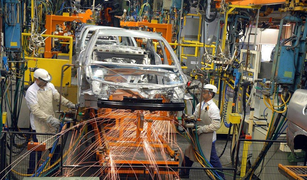 Produção de veículos tem queda de 1,9% em 2012